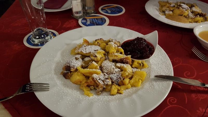 Abendessen in Dorf Tirol